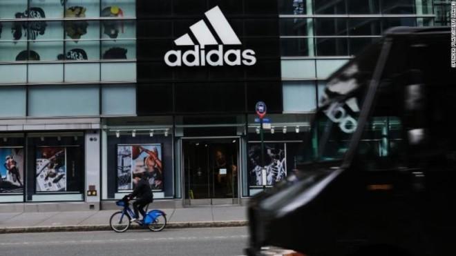 pub historia Escultura  Adidas se une a la ola contra el racismo en EEUU: Adidas reservará el 30%  de sus nuevos puestos de trabajo a empleados de color y latinos | Marca.com