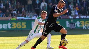 Gunino marcando a Benzema durante su etapa en el Córdoba