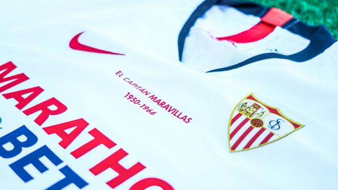 Camiseta que lucirá esta noche el Sevilla en el derbi.