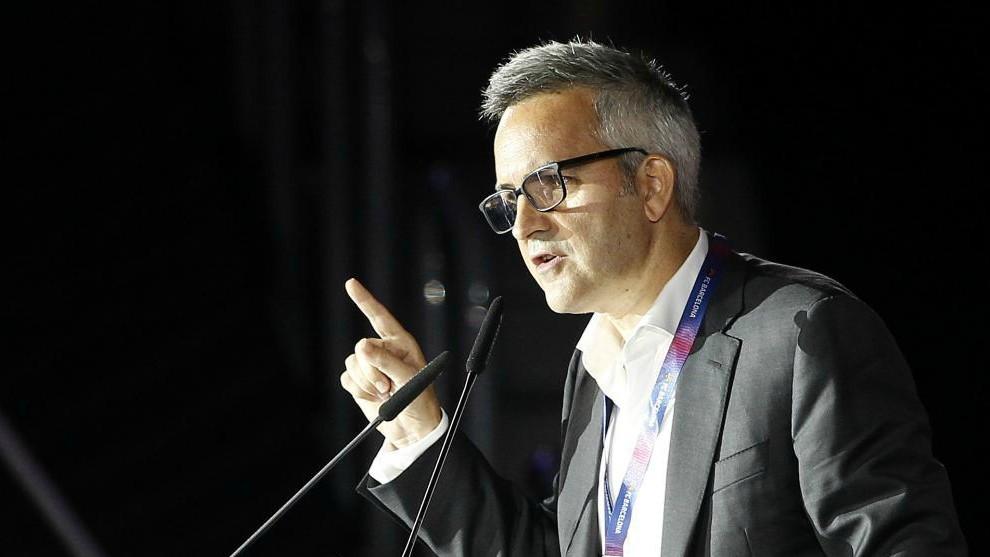 Víctor Font se dirige a la asamblea de socios del Barcelona.