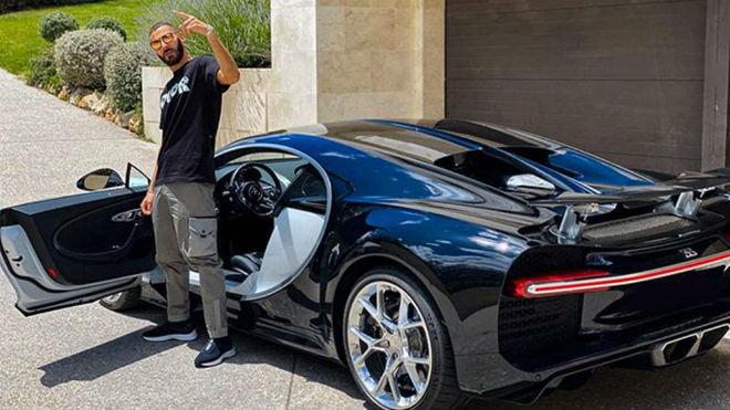 Benzema presumen de Bugatti Chiron en su mansión de Madrid.