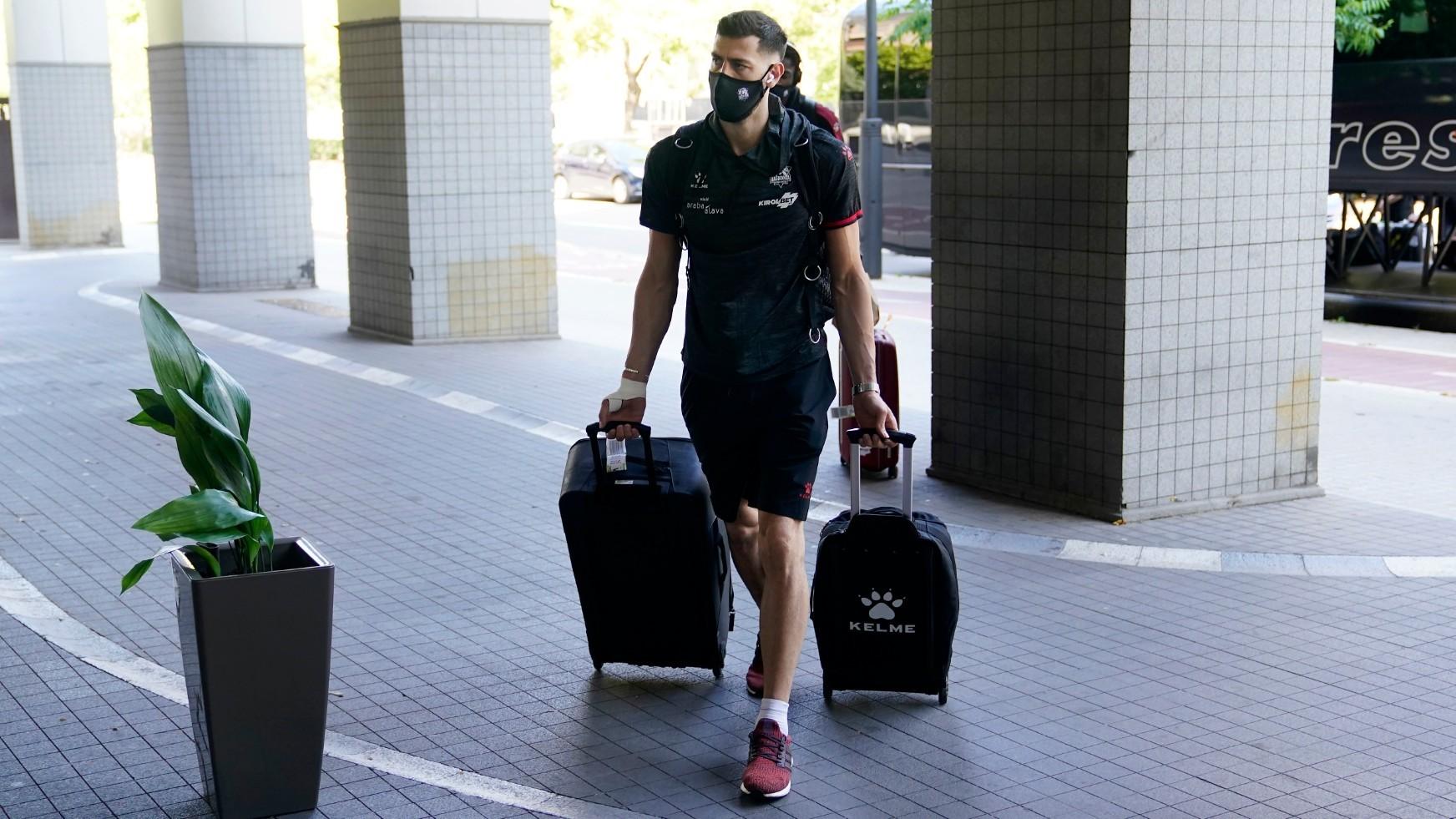 Tornike Shengelia, jugador del Baskonia, a su llegada al hotel de...