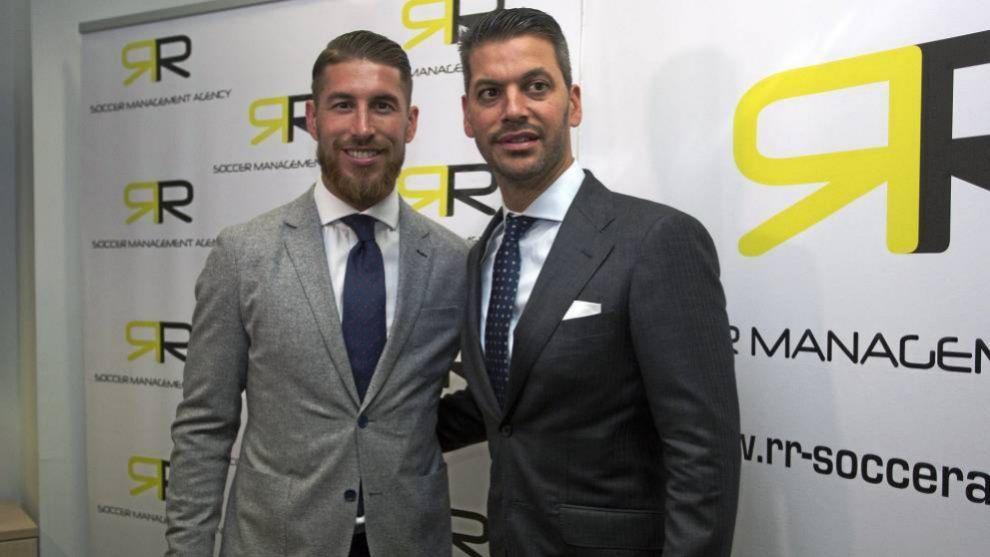 René Ramos, junto a su hermano, Sergio, en la sede de su empresa de...