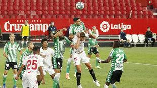 """La polémica de Andújar: """"Para mí no hay penalti, pero el VAR no le puede corregir porque el contacto existe"""""""