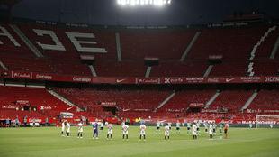 Imagen del partido de este viernes en Sevilla entre el Sevilla y el...