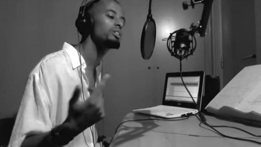 """Tariku Novales en el vídeo de la canción """"Suficiente"""""""