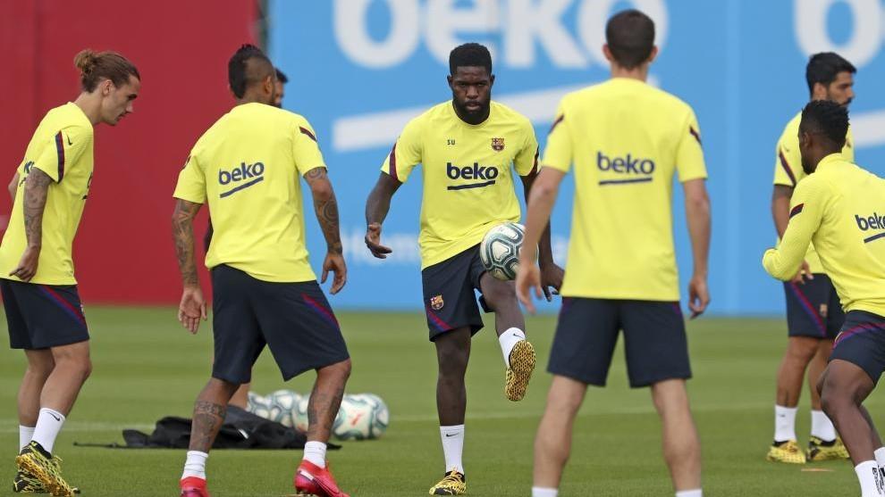Barcelona's squad list: Luis Suarez makes his return