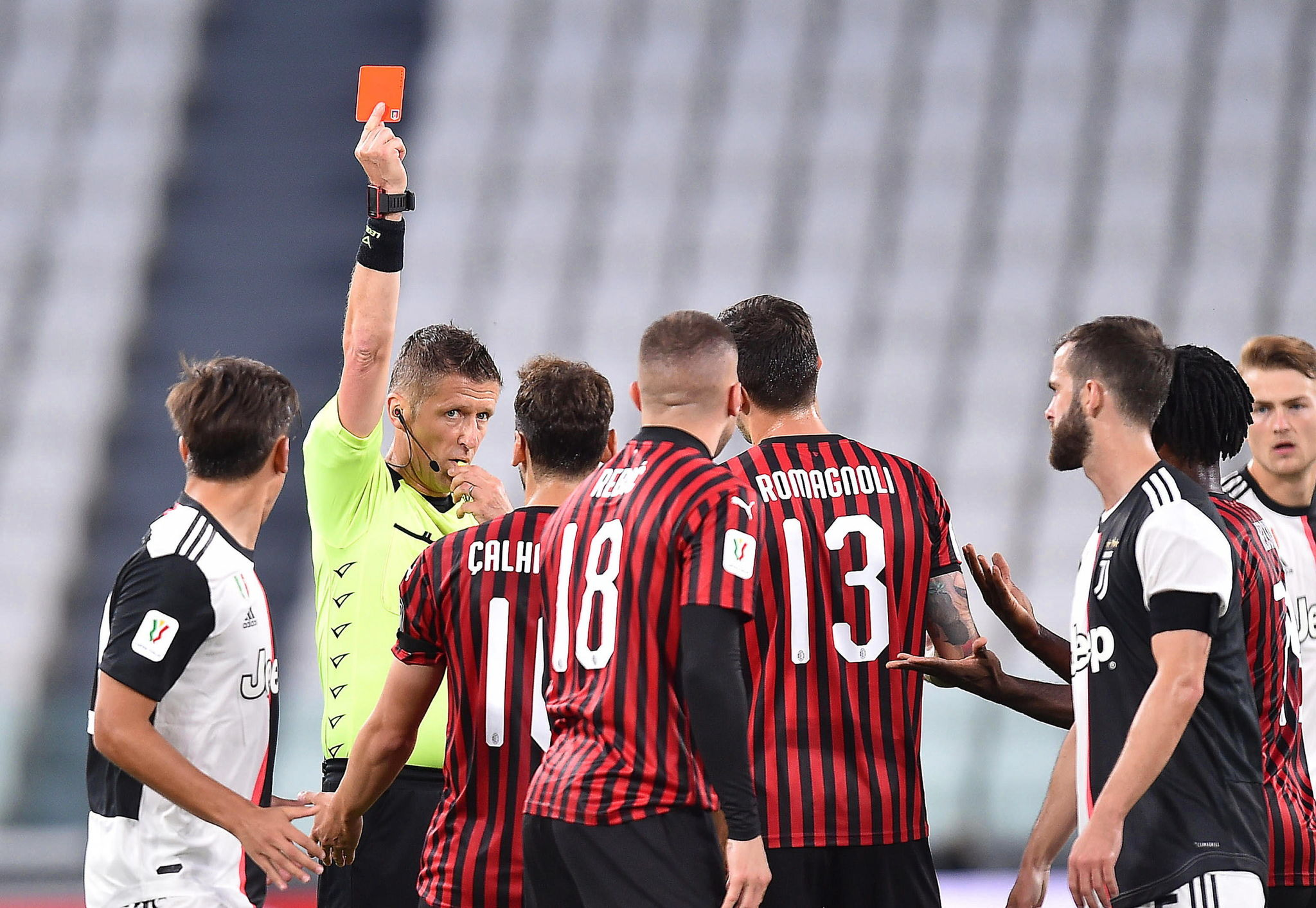 Turin (Italy), 12/06/2020.- Milans Ante lt;HIT gt;Rebic lt;/HIT gt; (front C) is sent off during the Coppa Italia semi final, second leg soccer match between Juventus FC and AC Milan in Turin, Italy, 12 June 2020. (Italia) EFE/EPA/ALESSANDRO DI MARCO