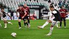 Cristiano Ronaldo lanza y falla el penalti ante el Milan en la primera...