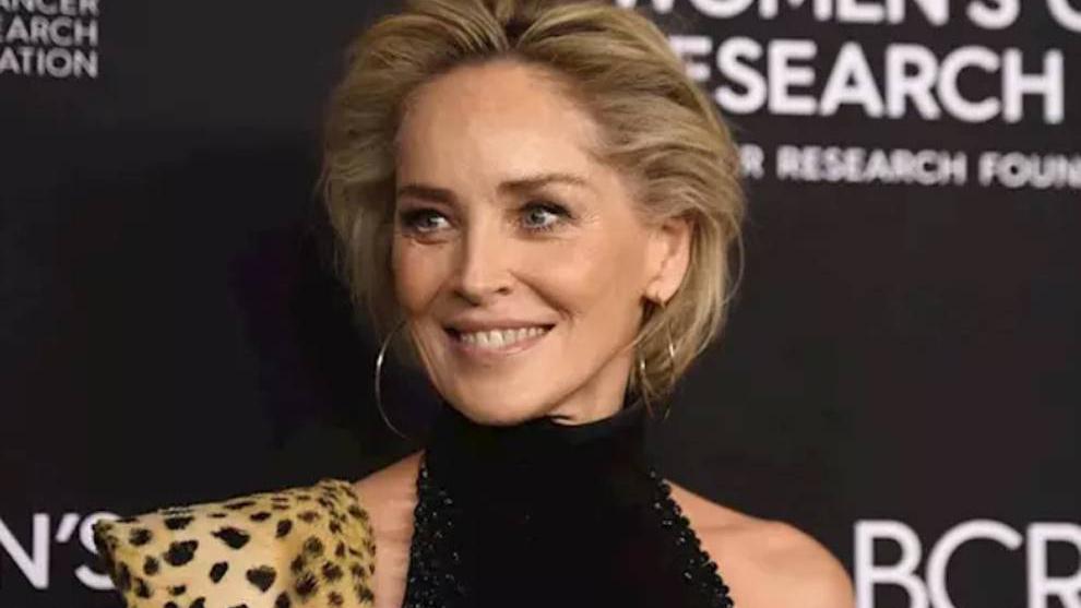 Sharon Stone, inconsciente tras caerle un rayo mientras planchaba.