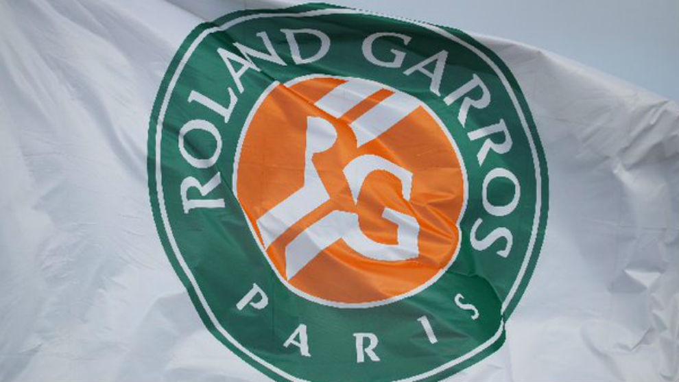 La bandera con el logo de Roland Garros