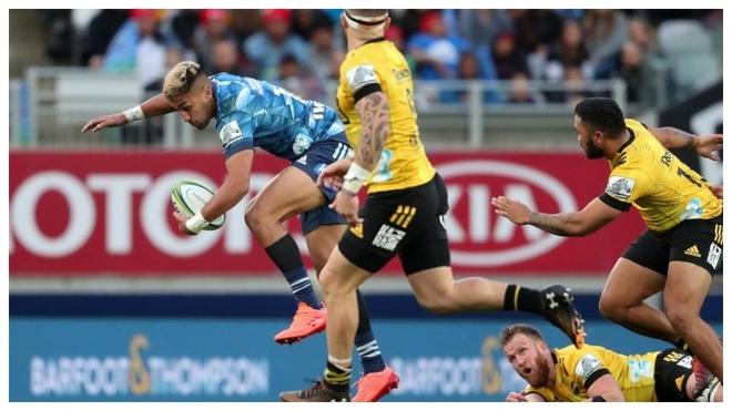 Rieko Ioane conduce un ataque del Blues en Auckland.
