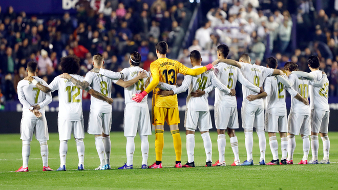 Real Madrid to auction players' shirts