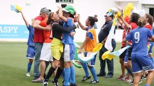 Las jugadoras del Granadilla celebran el ascenso en Sevilla.
