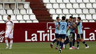 Los jugadores del Almería celebran el gol de Darwin Núñez en...