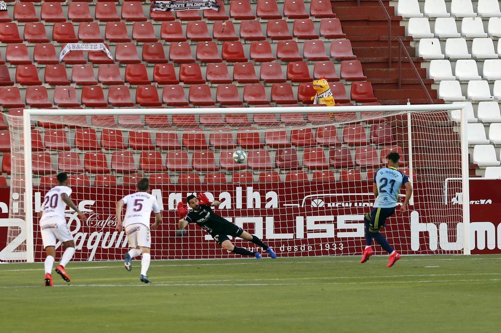 Así marcó el uruguayo Darwin Núñez el penalti en el Carlos...