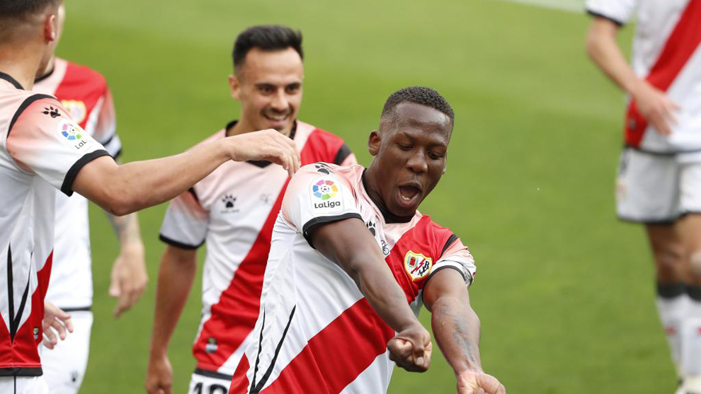 Advíncula celebra el golazo de la victoria ante el Albacete.