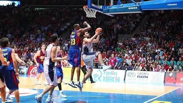Fernando San Emeterio se dispone a culminar el 2+1 que le dio la ACB...