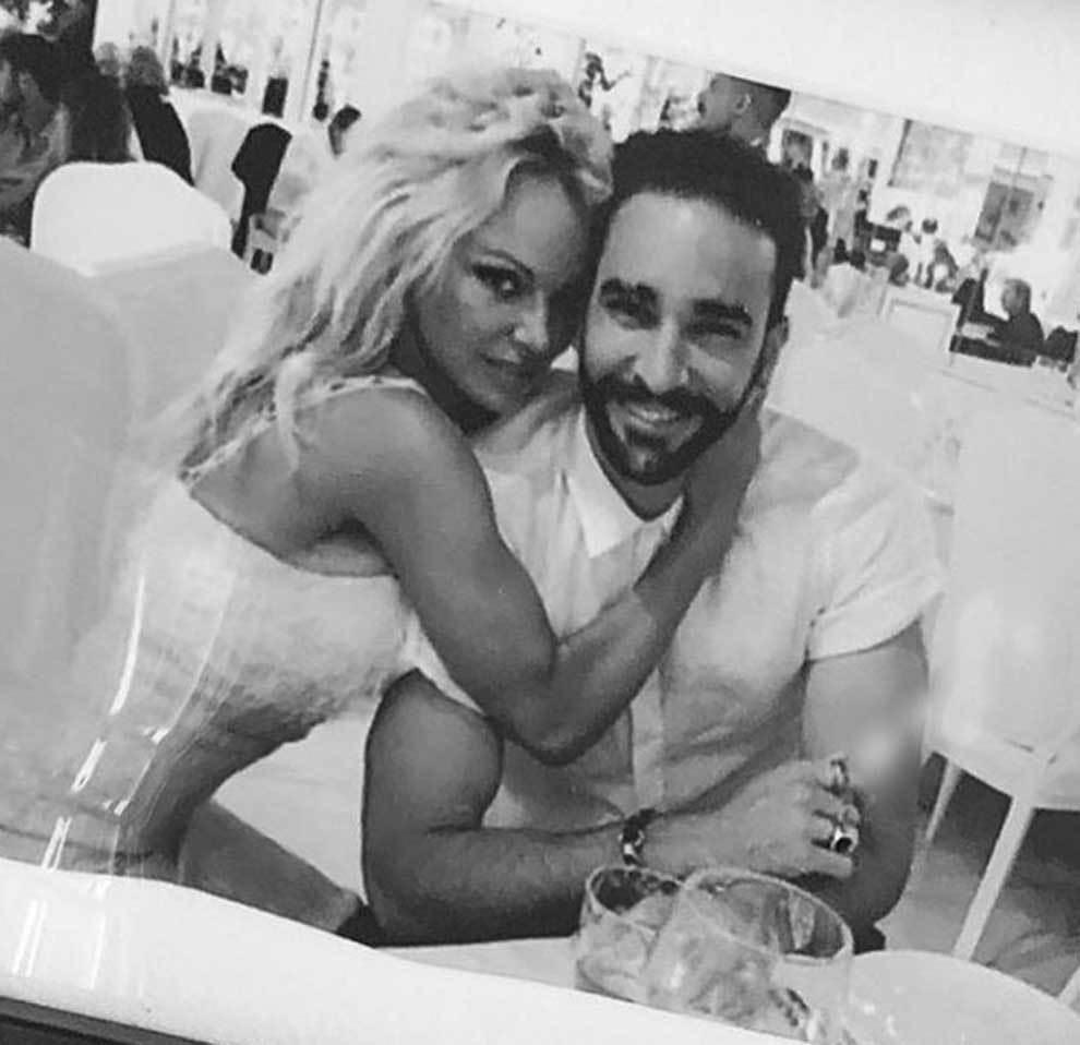 Pamela Anderson con Adil Rami cuando eran pareja