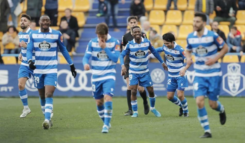 Los jugadores del Deportivo, entre ellos Keko, celebran uno de los...