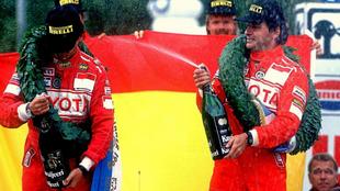 Carlos Sainz y Luis Moya, celebrando la consecución de su primer...