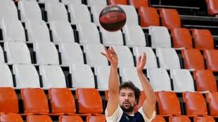 Sergio Llull lanza durante un entrenamiento del Madrid en La Fuente de...