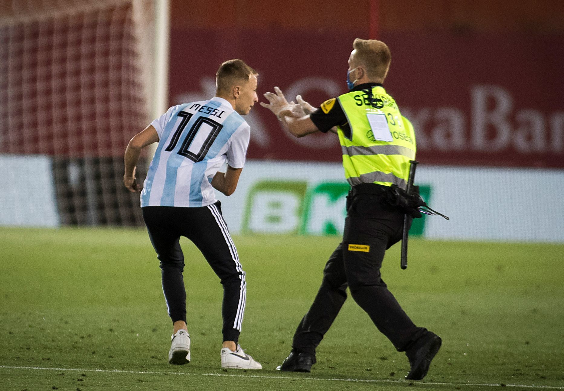 Mother of Mallorca pitch invader: He will work all summer to pay off the fine