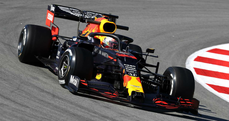 Max Verstappen, con el Red Bull RB16, durante los test de invierno...