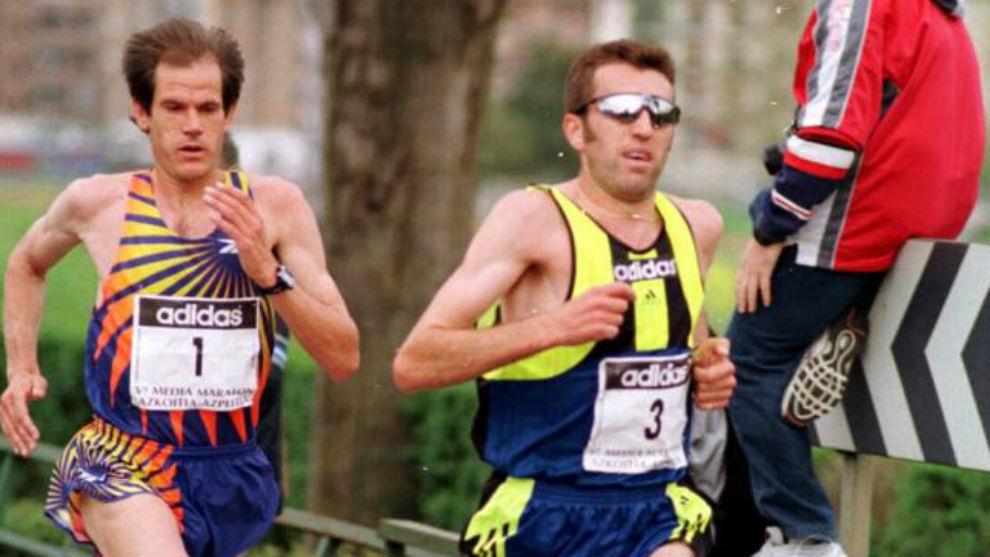 Abel Antón, detrás de Alejandro Gómez, en el medio maratón de...