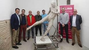 La estatua del histórico gol de Iniesta tendrá que esperar para ser...
