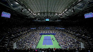 La pista central Arthur Ase, con público en un partido del US Open de...