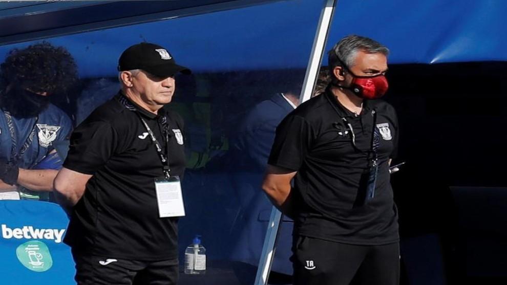 Aguirre y Amor en el banquillo del Camp Nou