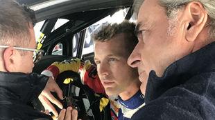Sainz, atento junto a Solans, en el pasado Rally de Cataluña.