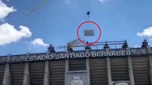 Esta imagen ya es historia del Bernabéu: quitan la última pieza del techo y el madridismo llora