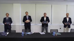 Hansen y los vicepresidentes de la candidatura Valor de Rugby, durante...