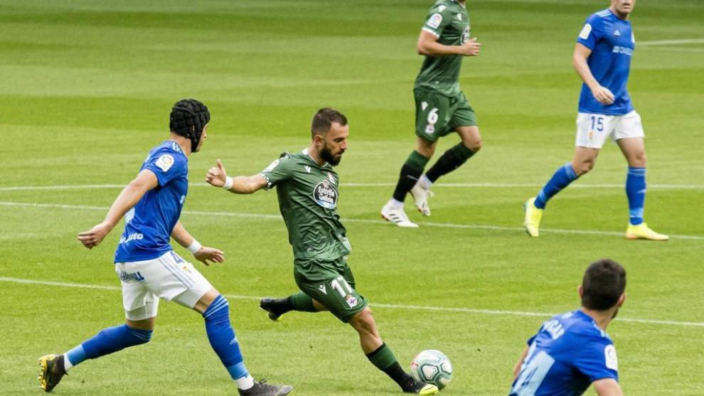 Colak, con el balón, momentos antes de producirse el penalti a favor...
