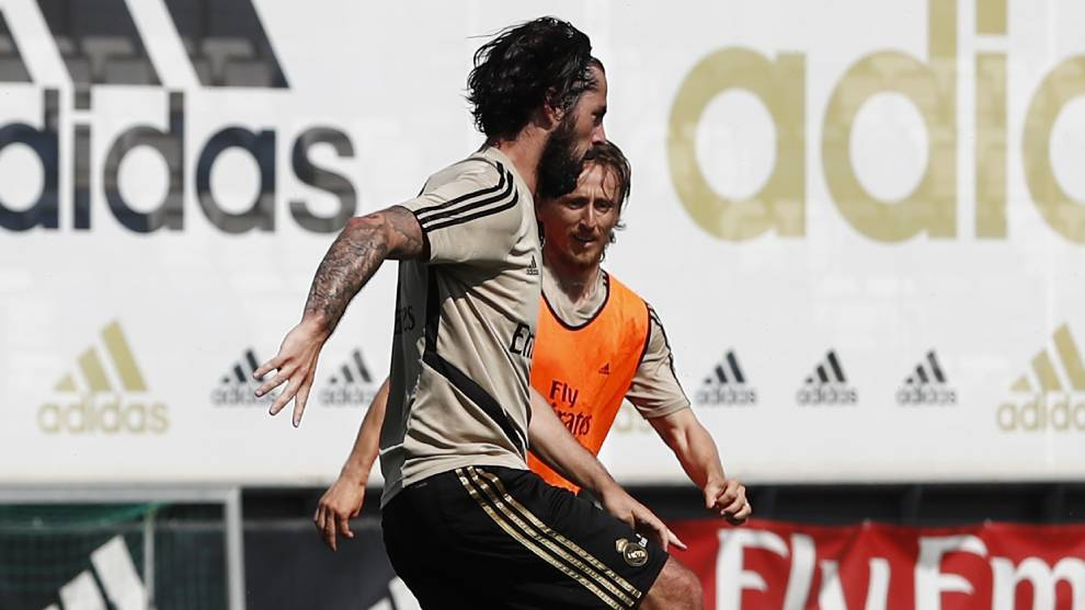 Muscle injury rules Isco out for three weeks