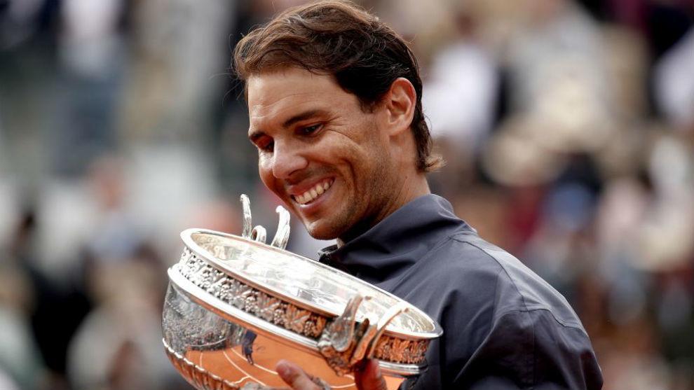 Nadal, con la Copa de los Mosqueteros de Roland Garros