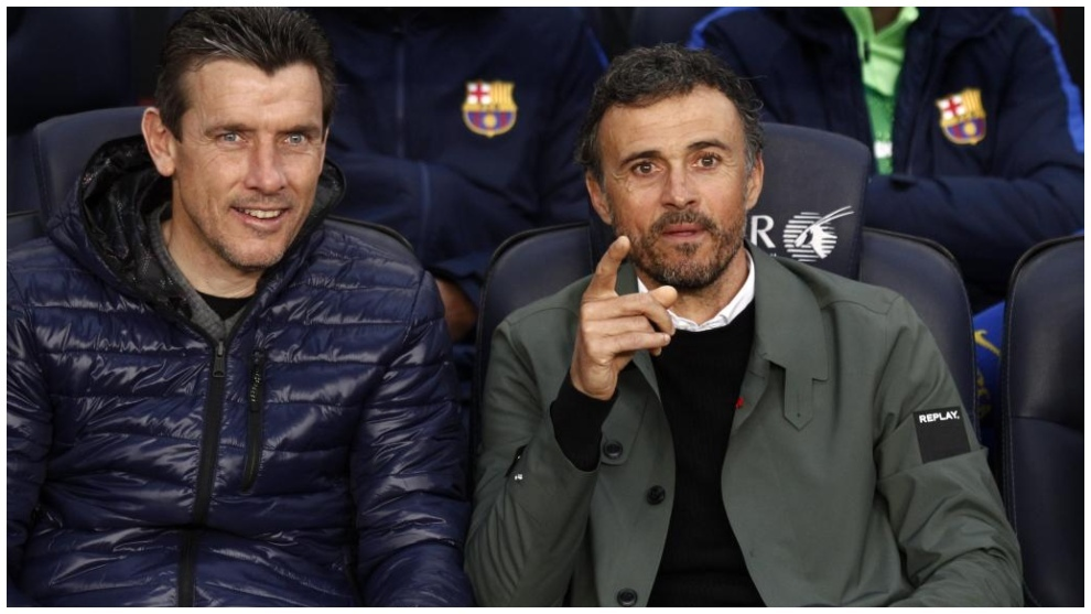 Unzué y Luis Enrique, en el banquillo del Barcelona, durante la...
