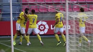 Los jugadores del Cádiz celebran el gol de José Mari en Los...