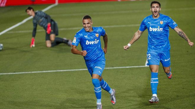 Rodrigo celebra un gol que es anulado.