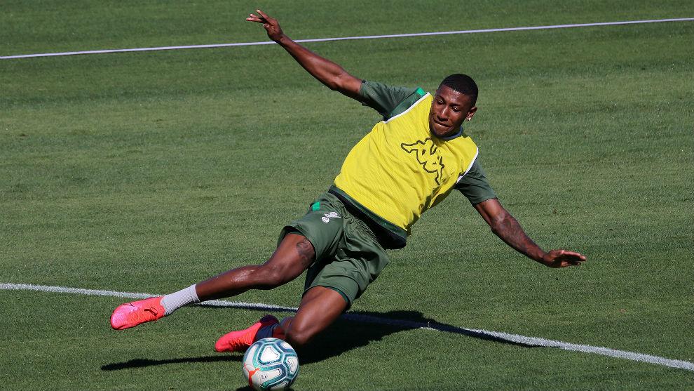 El lateral brasileño, en un ejercicio de la sesión de trabajo