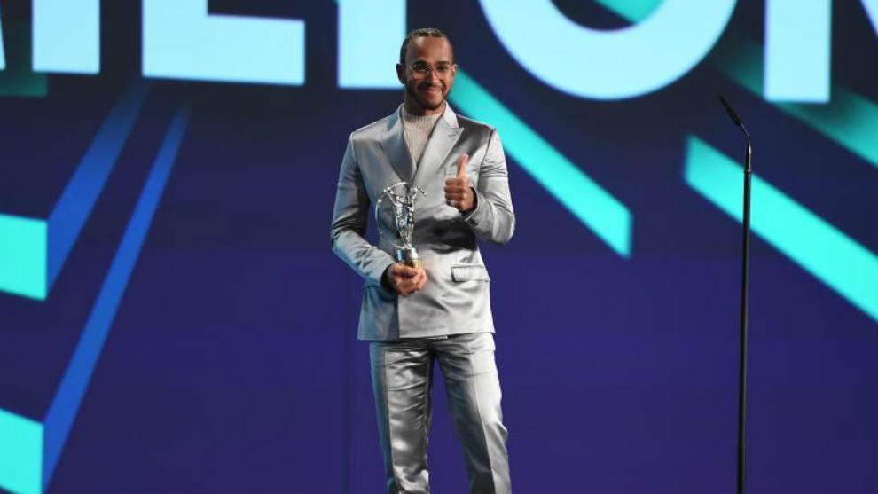Hamilton, recibiendo el Laureus al mejor deportista de 2019, el pasado...