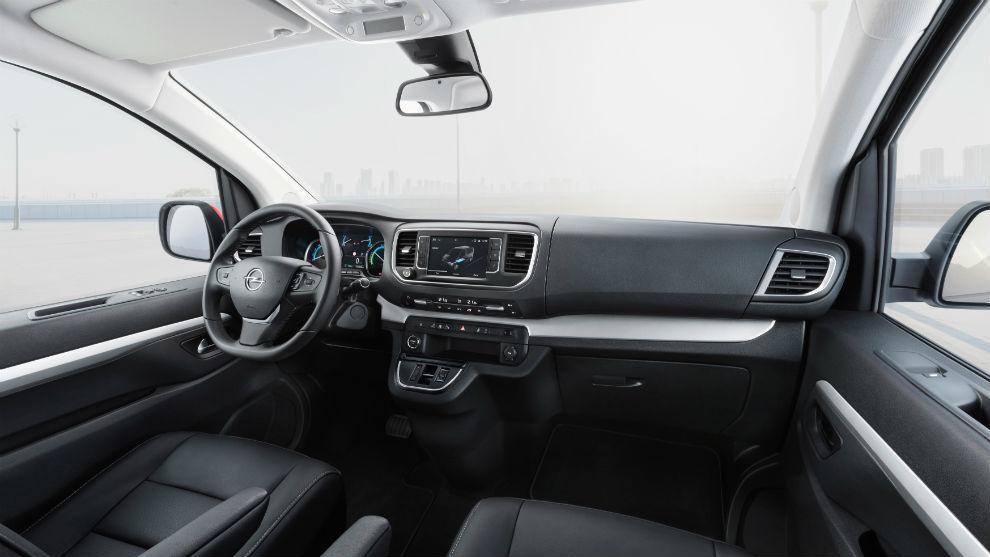 Está equipado con numerosos sistemas de asistencia al conductor.