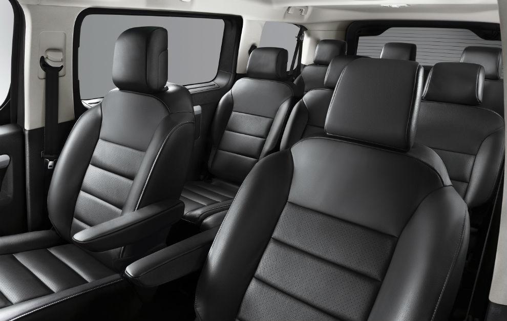 En el Opel Zafira-e Life pueden viajar hasta nueve pasajeros.