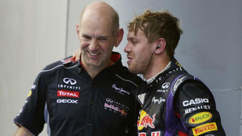 Adrian Newey y Sebastian Vettel, durante el GP de Malasia 2013.