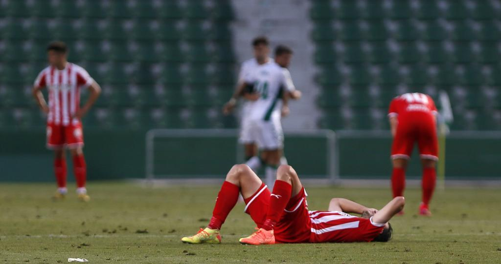 Los jugadores del Girona se lamentan por la derrota