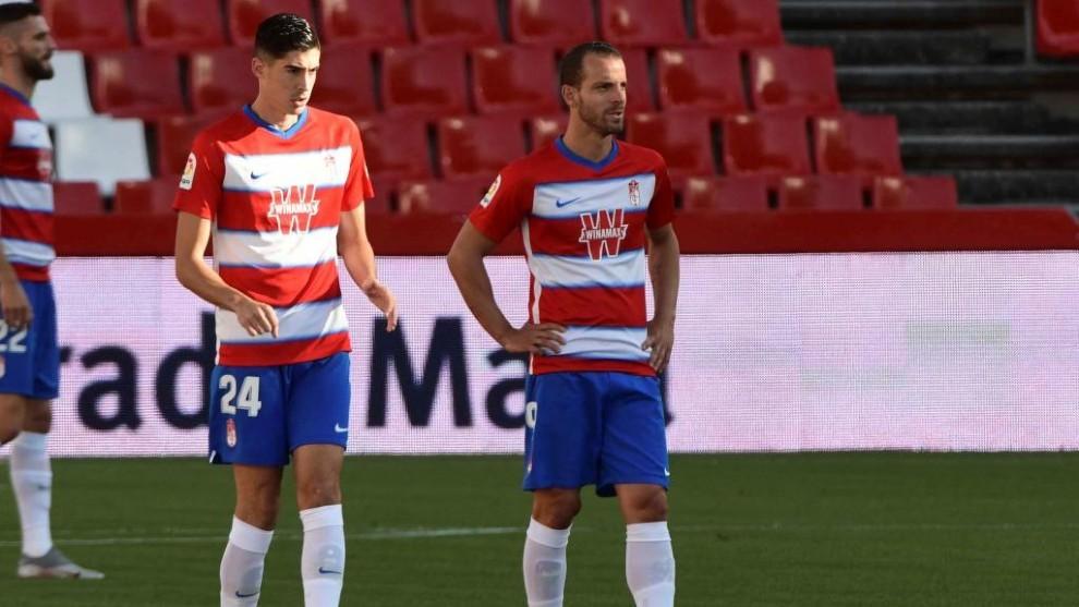 Carlos Fernández y Soldado durante el partido ante el Villarreal.