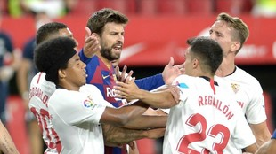 Gerard Pique proteagonista del Fc Barcelona - Sevilla FC
