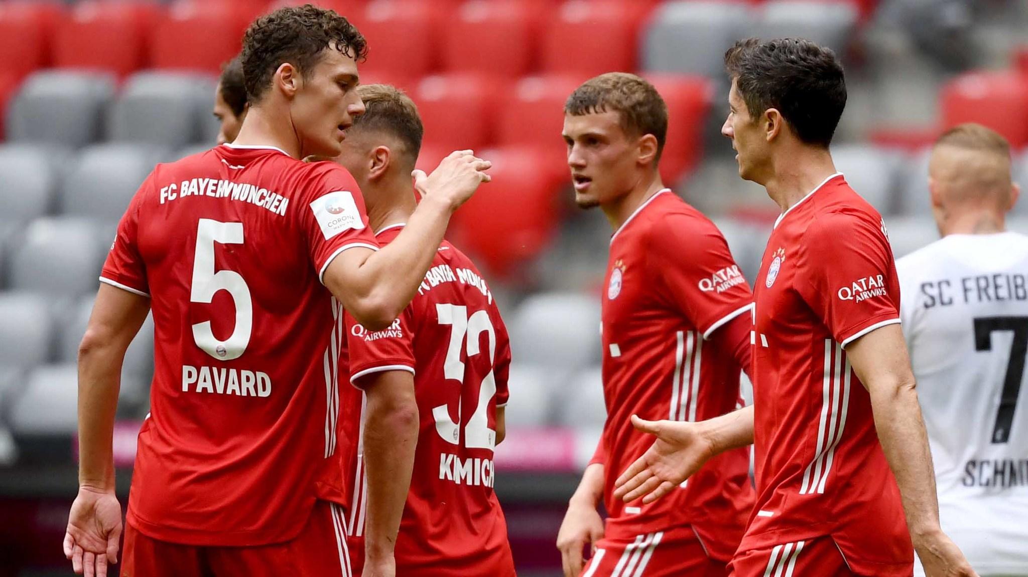 Jugadores del Bayern celebran la victoria antre el Friburgo